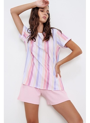 Pink Park Yanı Yırtmaçlı Desenli Boyfrıand T-Shirt ÇK00006 Pembe